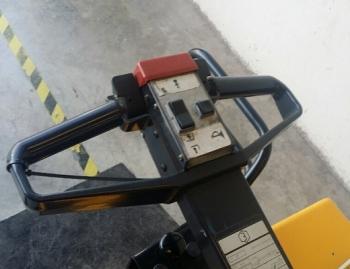 TRANSPALETA ELECTRICA BT P20-PLAT COND SUB